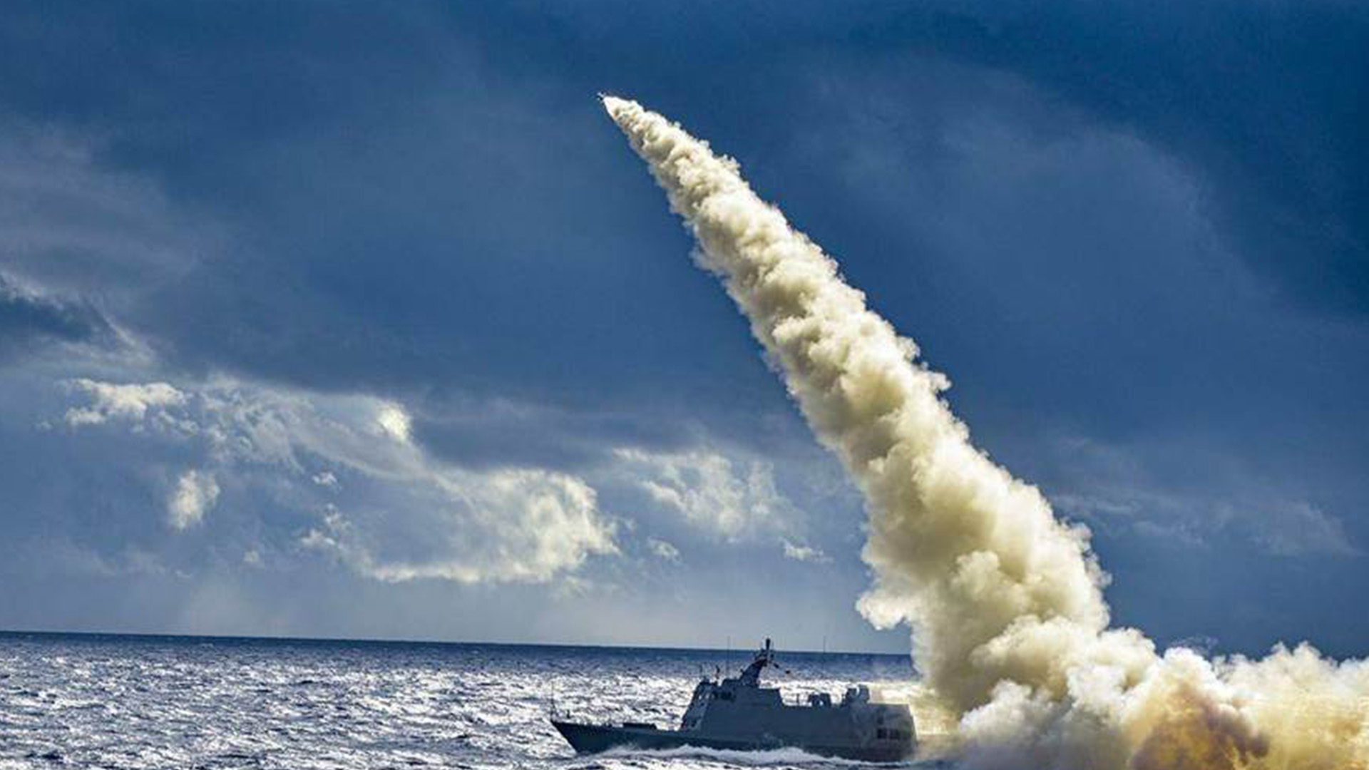 台媒称解放军情报船停留花莲外海一周 前台海军军官示警民进党