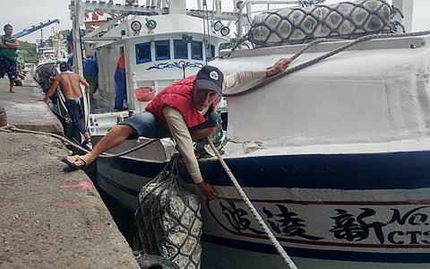 """台湾渔船遭日本公务船冲撞谢长廷态度软弱让人""""软土深掘"""""""