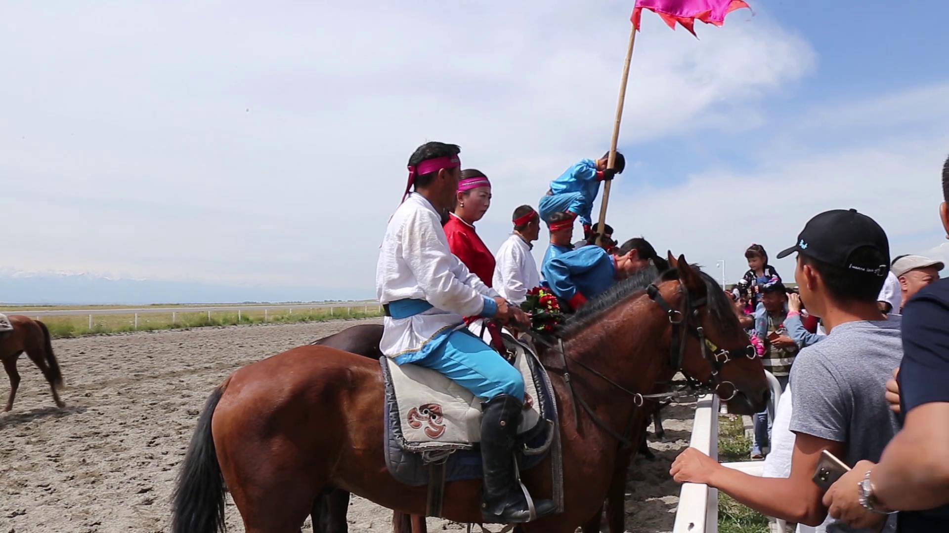 台湾媒体人发现马背上的新疆图片