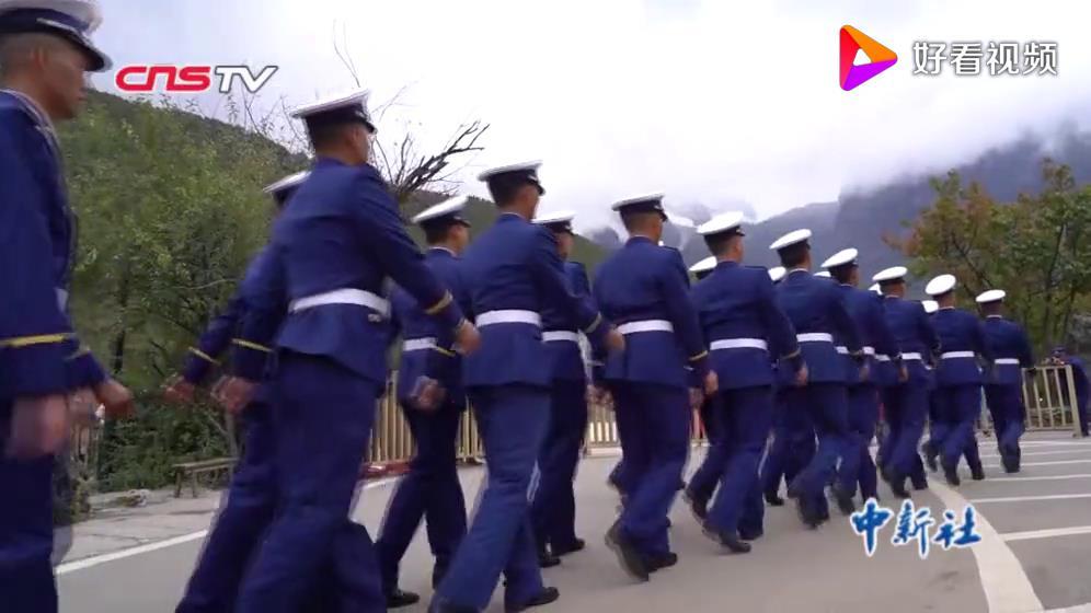 """""""火焰蓝""""一周年:走进丽江 聚焦最美风景的守护者图片"""